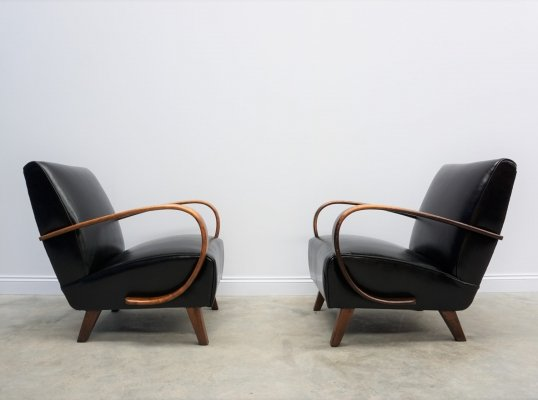 Pair of Jindrich Halabala for Thonet Bentwood Armchairs in Black Leather, 1930s
