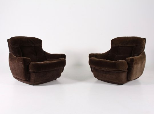Pair of brown velvet armchairs by Michel Cadestin for Airborne, 1970s