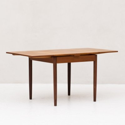 Extendable dining table, Danish design 1960's