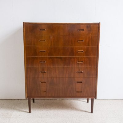 Large chest of drawers in mahogany