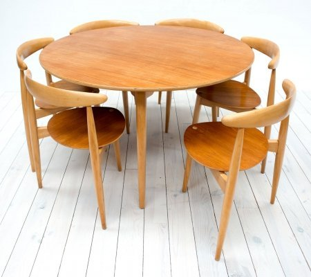 Heart Table & 6 Stacking Chairs by Hans J. Wegner for Fritz Hansen