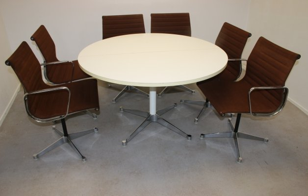 Charles & Ray Eames Table with 6 Chairs by Herman Miller