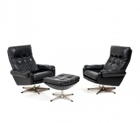 Pair of Scandinavian black Leather Lounge Chairs with Ottoman