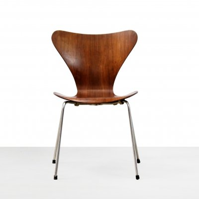 Arne Jacobsen Model 3107 / Butterfly chair in Rosewood by Fritz Hansen