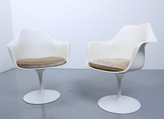 Pair of Tulip dining chairs by Eero Saarinen for Knoll, 1960s