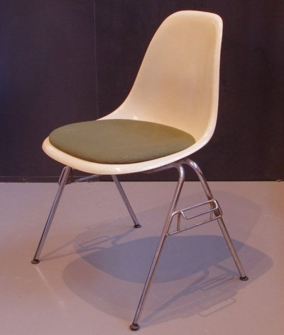 Charles & Ray Eames parchment Fiberglass chair with fixed seat cushion