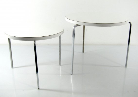 2 Sixties design round nesting tables