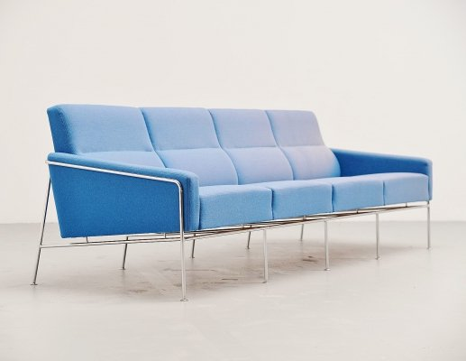 Arne Jacobsen sofa model 3300/4 by Fritz Hansen, Denmark 1957