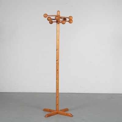 Pine wooden coat rack, Sweden 1960s