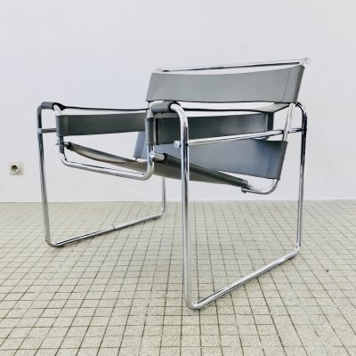 Bauhaus design B3 Wassily chair by Marcel Breuer for Gavina/Knoll