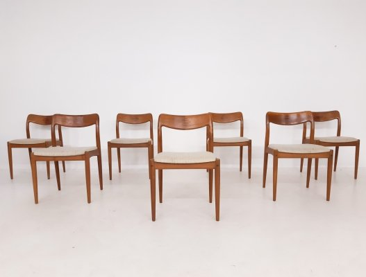 Set of 7 dining chairs by Johannes Andersen for Uldum Møbelfabrik, Denmark 1950's