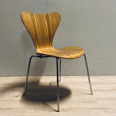 Set of 8 pine plywood series 7 / 3107 butterfly dining chairs by Arne Jacobsen