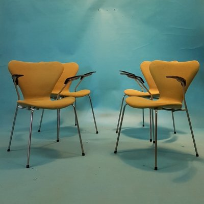 Set of 4 upholstered series 7 armchairs by Arne Jacobsen for Fritz Hansen, 1986