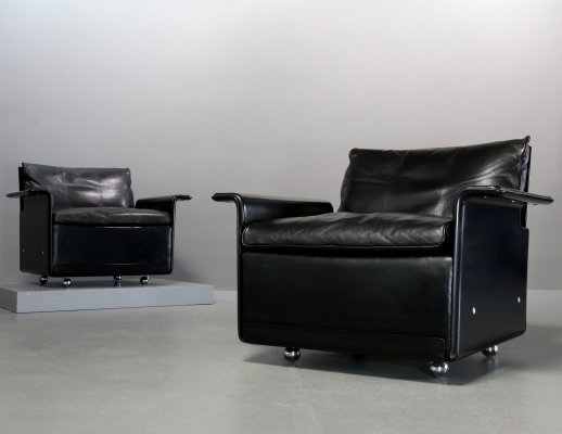 Pair of black leather 620 Chair Programme lounge chairs by Dieter Rams for Vitsoe