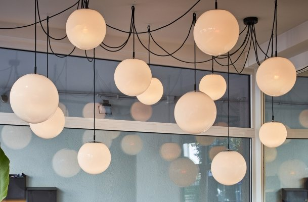Ochtendnevel / Morning Haze pendant lights by Raak in different sizes