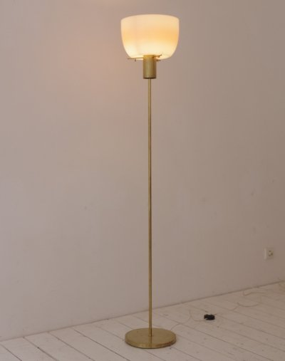 Model 3306 floor lamp by Giuseppe Ostuni for Oluce, 1950s