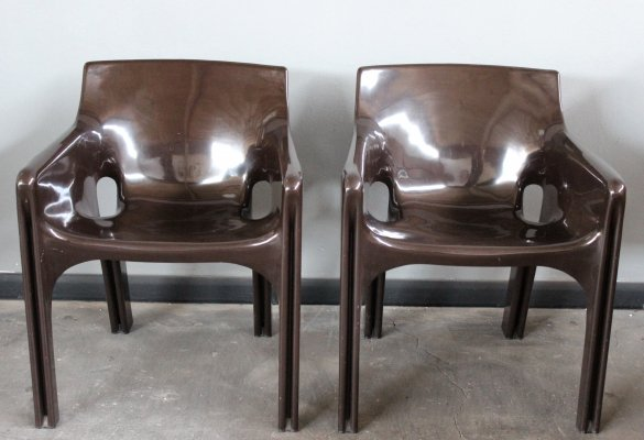 Pair of brown 'Gaudi' chairs by Vico Magistretti for Artemide, 1970s