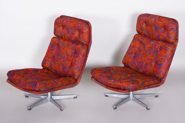 Pair of Czech Red Mid-century Swivel Chairs in Chrome, 1960s