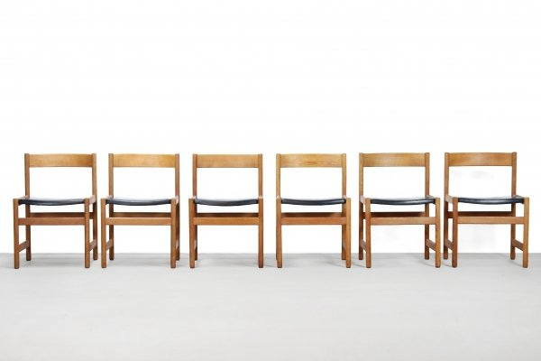 Set of 8 oak Triva Shaker chairs by Yngvar Sandström