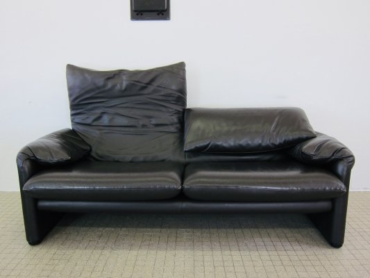 Cassina Maralunga 2,5 seater sofa by Vico Magistretti, 1990s