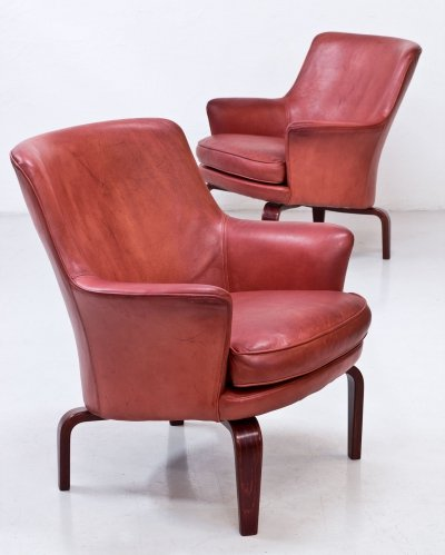 Pair of Red Leather 'Pilot' Armchairs by Arne Norell, Sweden