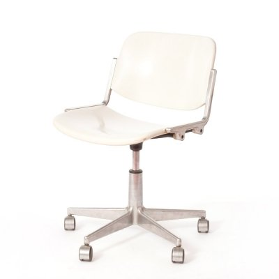 Vintage white fiberglass desk chair by Giancarlo Piretti for Anonima Castelli