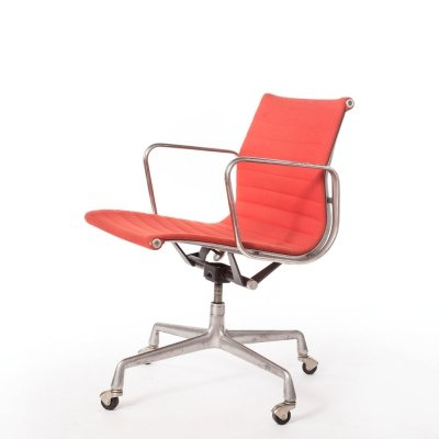 Vintage red hopsack Charles & Ray Eames EA118 desk chair on castors, 1970s