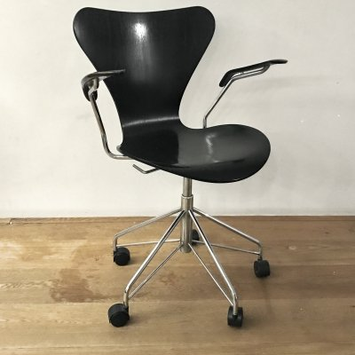 Series 7 model 3217 office chair by Arne Jacobsen for Fritz Hansen, 1990s
