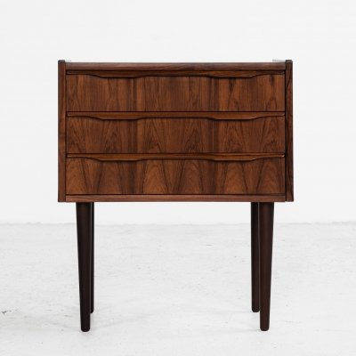 Small midcentury Danish chest of 3 drawers in rosewood with round legs
