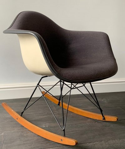 Charles & Ray Eames for Herman Miller RAR rocking chair with offwhite shell & grey upholstery