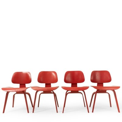 Set of 4 Eames DCW chairs in red by Vitra, 1990s