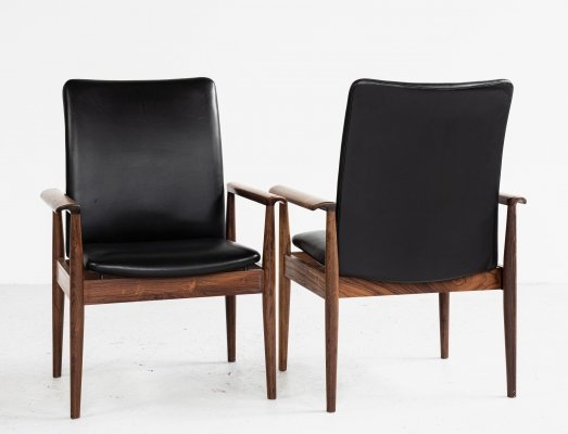 Pair of chairs in rosewood & black leather by Finn Juhl for France & Søn, 1960s