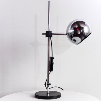 Table lamp with circular lampshade in chrome plated metal