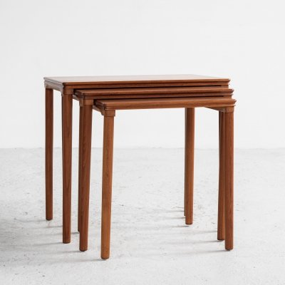 Midcentury Danish nest of 3 side tables in teak with round legs, 1960s