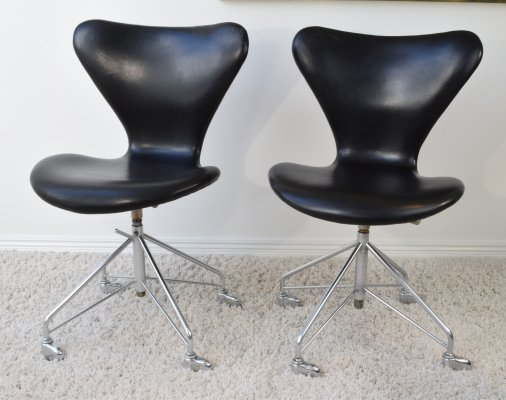 Arne Jacobsen FH 3117 Office chairs finished in original black leather, 1965