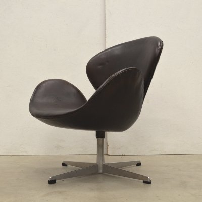 1st Edition Brown Swan Chair by Arne Jacobsen for Fritz Hansen, 1959