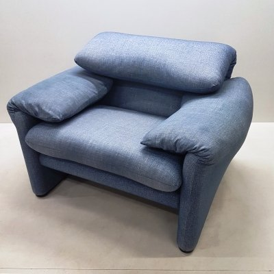 Blue fabric 'Maralunga' lounge chair by Vico Magistretti for Cassina, 1990s
