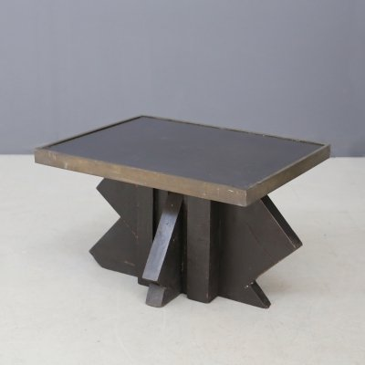 Futurist coffee table in sculpted wood & brass, 1920s