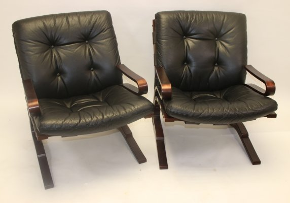 Pair of Leather 'Kengu' lounge chairs by Elsa & Nordahl Solheim for Rybo Rykken & Co