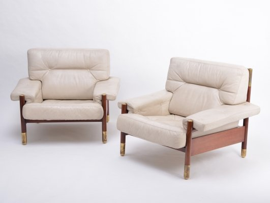 Pair of beige Mid-Century Modern lounge chairs model 'Sella' by Carlo de Carli