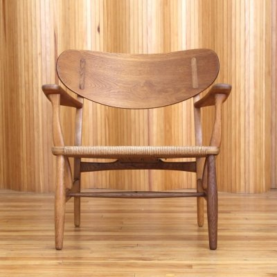 Model CH22 Hans Wegner oak lounge chair by Carl Hansen & Son