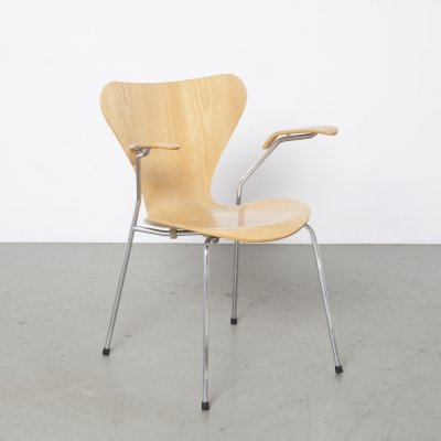 Beech Butterfly chair with armrests by Arne Jacobsen for Fritz Hansen