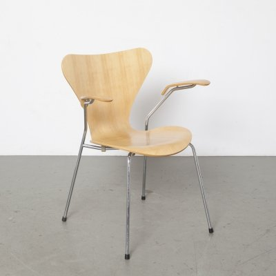 Beech Butterfly chair with armrests by Arne Jacobsen for Fritz Hansen, 1992