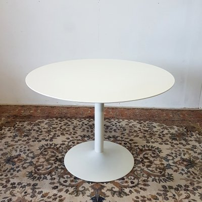 Round dining table on tulip base, 1980s