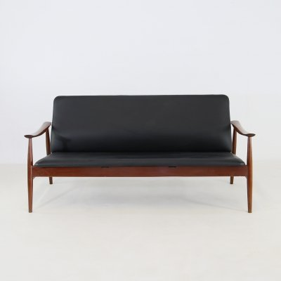 Finn Juhl Sofa Model 138 in teak & black leather, Original label 1960s