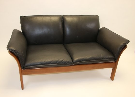 Vintage leather sturdy two-seater sofa by Dreipunkt, 1970s
