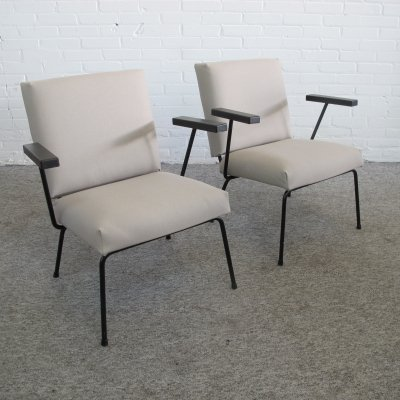 Pair of 1401 arm chairs by Wim Rietveld for Gispen, 1950s