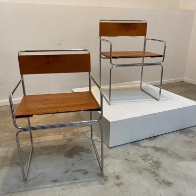 Pair of Italian chairs with camel leather, 1970s