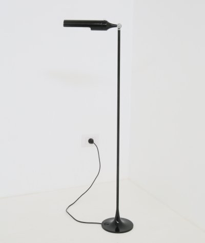 Gino Sarfatti Model No. 1086 black floor lamp for Arteluce, 1961