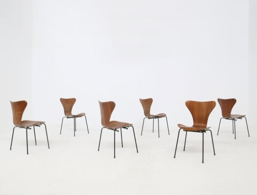 Set of 6 'Butterfly' chairs by Arne Jacobsen for the Brazilian airline, 1950s